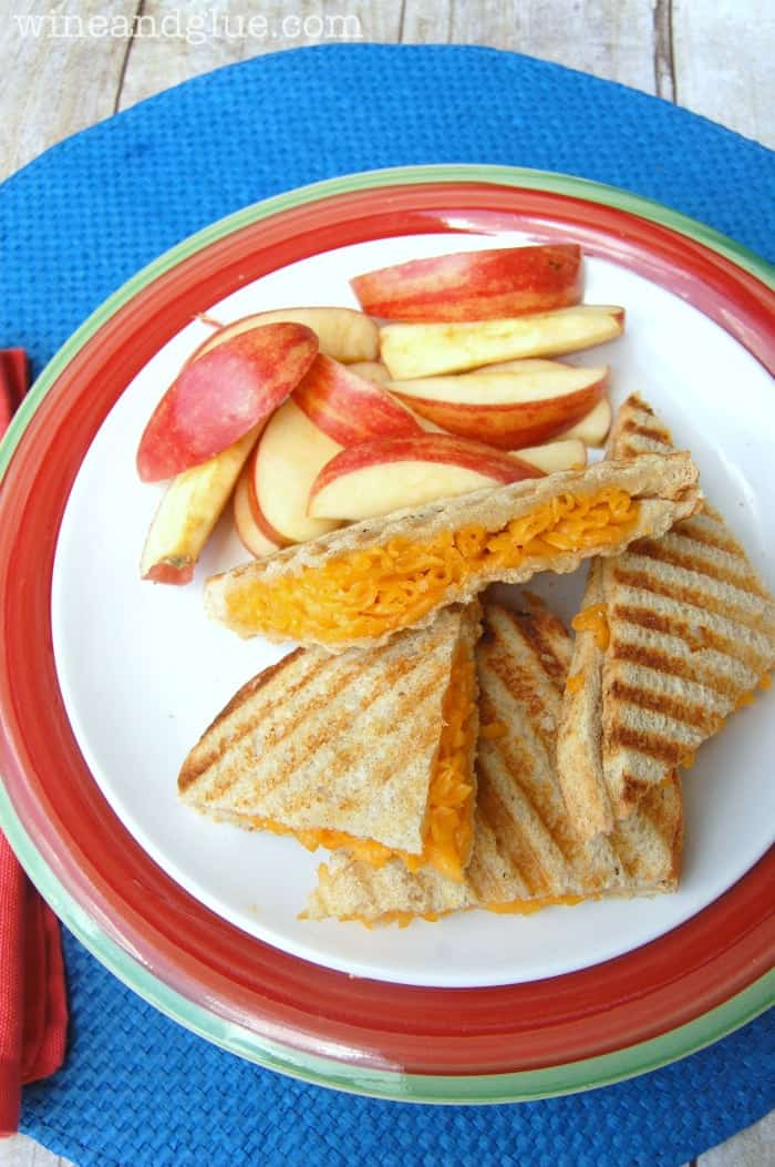 Mac N Cheese Panini that goes easy on the effort and heavy on the kid love! via www.wineandglue.com