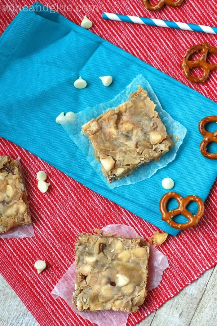 Cookie Butter Magic Bars!  Delicious, ooey gooey, and the amazing taste of cookie butter! via www.wineandglue.com