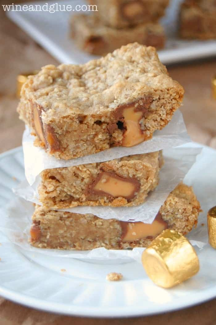 Oatmeal Rolo Bars! Soft, chewy, delicious, and easy to make! via www.wineandglue.com