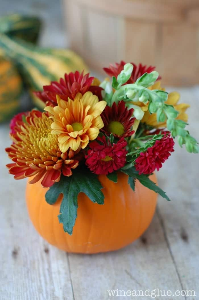 DIY Thanksgiving Centerpiece | An easy and inexpensive floral arrangement that is the perfect hostess gift! via www.wineandglue.com