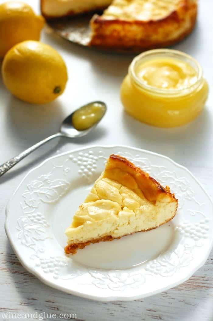 Lemon Cheesecake | www.wineandglue.com | A seriously amazing lemon swirled cheesecake