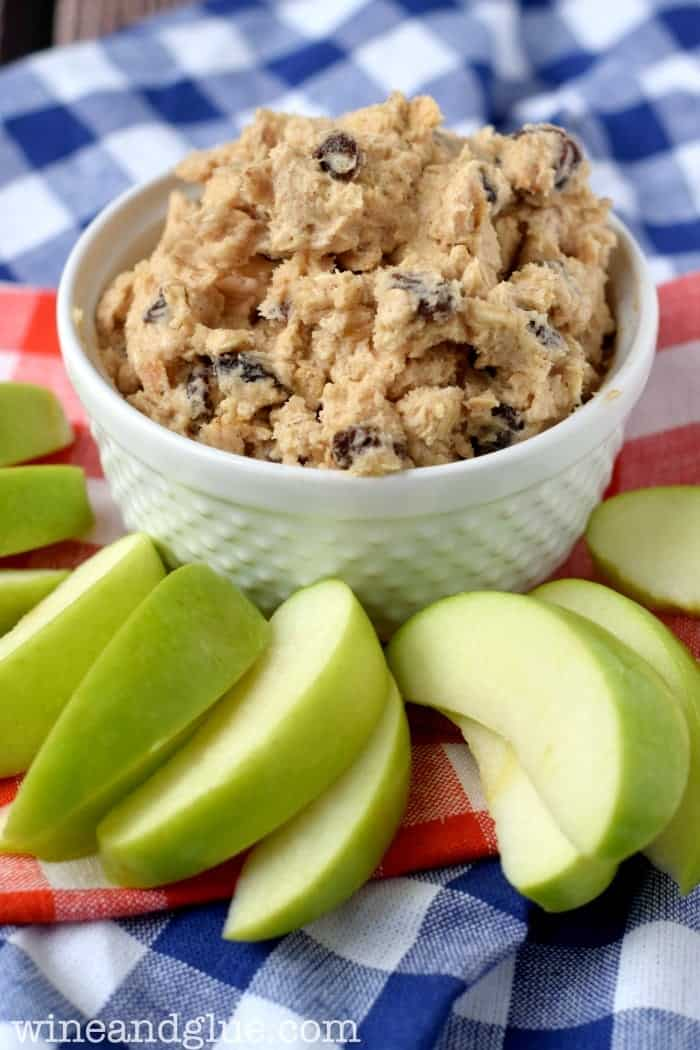 Oatmeal Raisin Cookie Dough Dip | Delicious, simple, easy, and irresistible!