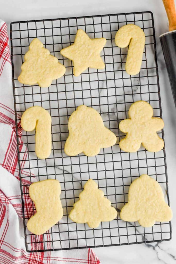 unfrosted cut out sugar cookies on a cooling wrack