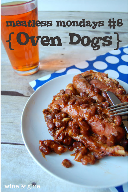With vegetarian chili, two Oven Hot Dogs are a plate. On the side, there is a glass of beer.