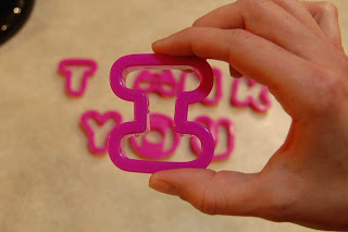 The letter I in cookie cutter shape